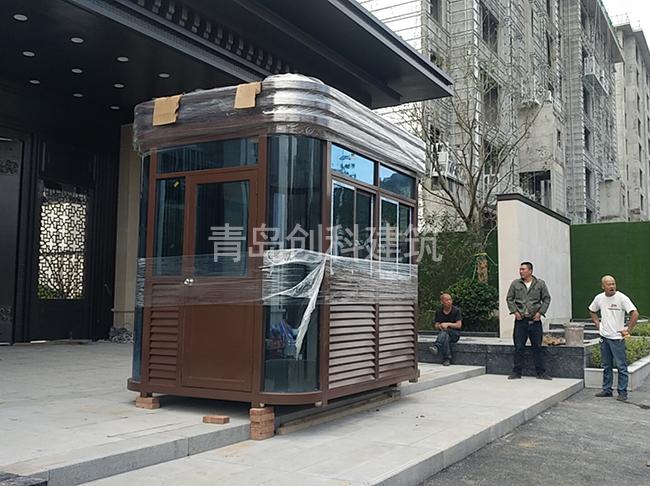 胶南御墅临峰小区不锈钢岗亭安装完工